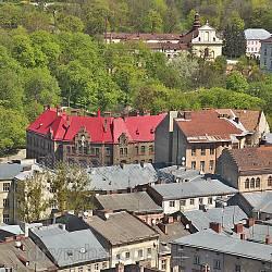 Здание пожарной команды и костел св.Казимира во Львове. Вид с Ратуши