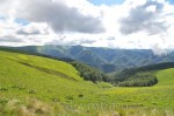 Вид на центральну Боржаву з траверсу гори Іволова