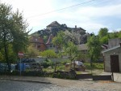 Вид на Ужгородський замок від підніжжя гори