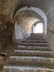 Перехід між середнім та верхнім замком