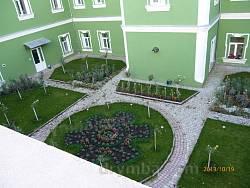 Монастирський двір