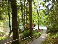 Стежка довкола Синевирського озера та альтанки