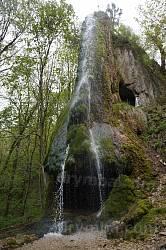 Рукотворний водоспад у парку Орловських