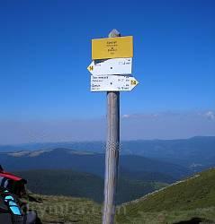 Вказівники маршрутів на горі Брескул