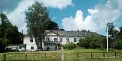 Колишній панський будинок (зараз - школа)