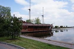 Корабель-ресторан у Межигір'ї