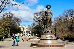 Тернопіль. Пам'ятник Соломії Крушельницькій