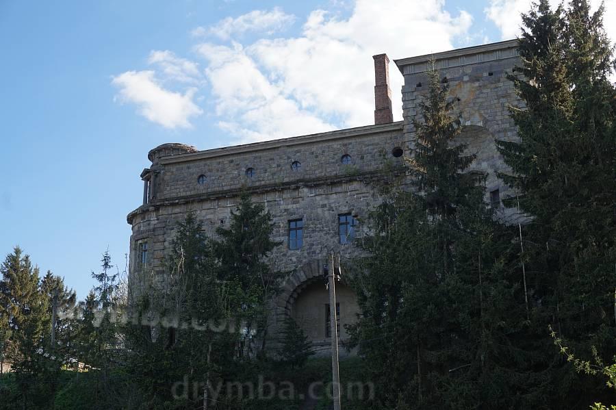 """Северный """"замковый"""" фасад"""