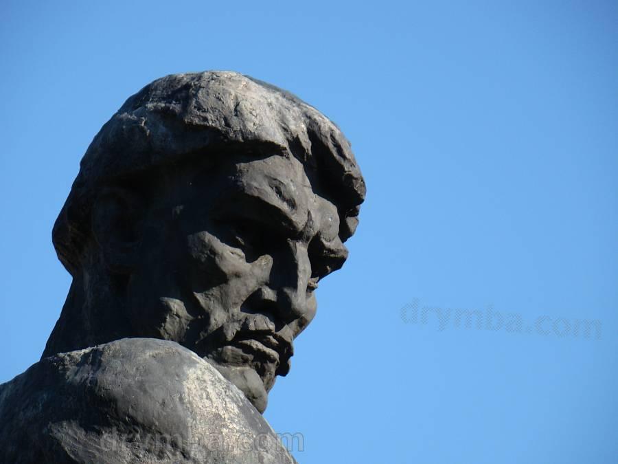 Летичев. Памятник Устиму Кармалюку
