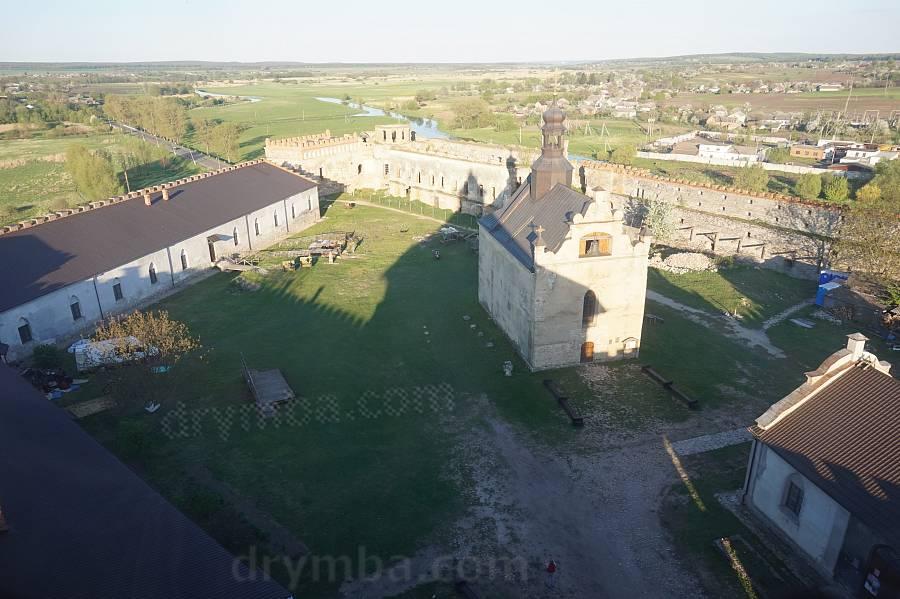 Вид с Рыцарской башни на Замковый двор