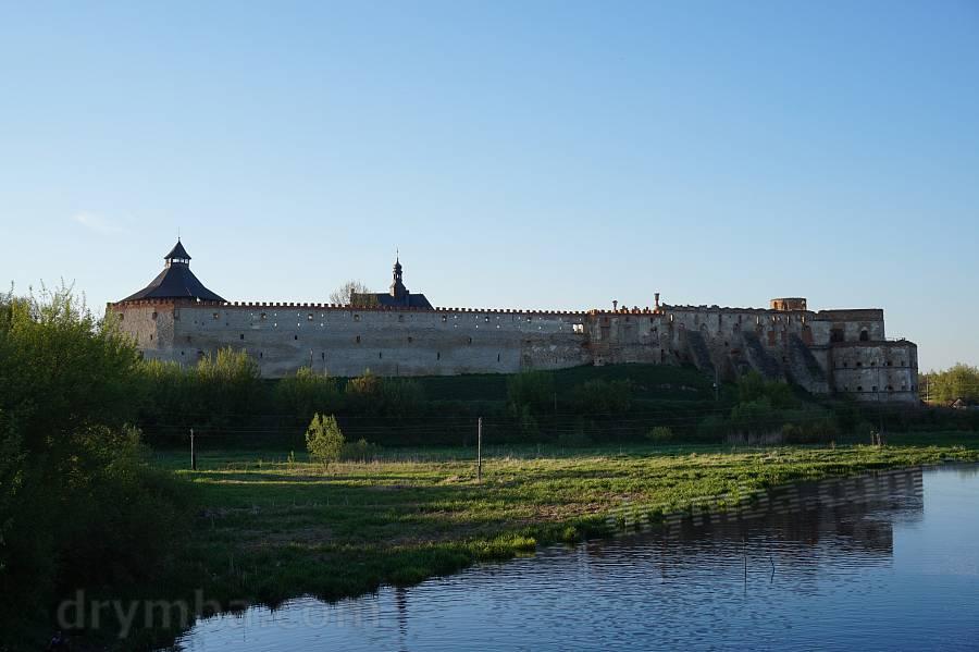 Вид на замок с другого берега