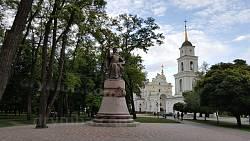Успенський кафедральний собор, дзвіниця і пам'ятник Івану Мазепі