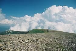 Вершина гори Ігровище з відрогом Ріг - плоска як футбольне поле