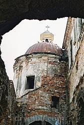 Бічна нава костелу у 2000 році