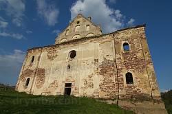Фасад костелу Вознесіння Діви Марії