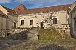 Парадні сходи на подвір'ї Свірзького замку