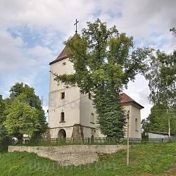Фасад костелу у Дунаєві