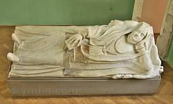 Надгробок знатної дами