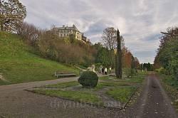 Парк вокруг Олеского замка