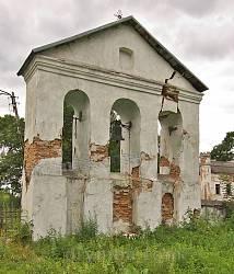 Дзвіниця костелу у Поморянах