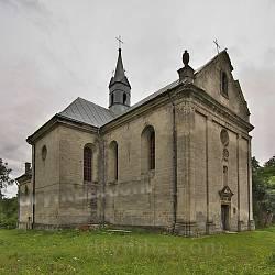 Костел Пресвятої Трійці у Поморянах. Загальний вигляд