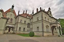 Дворец Шенборна имеет множество башен и шпилей