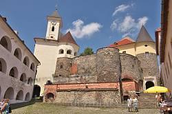 Мукачівський замок. Вид із Середнього замку на Верхній