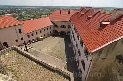 Мукачівський замок. Вид на подвір'я Середнього замку