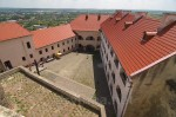Мукачевский замок. Вид на двор Среднего замка