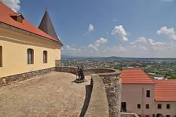 """Замок """"Паланок"""". Бастіон з пам'ятником Ілоні Зріні"""