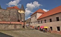 Внутрішній двір середнього замку