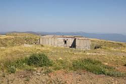 Руїни військової бази на Полонині Рівній. Головна споруда