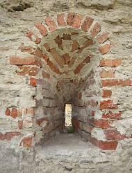 Дубенський замок. Стрільниця у мурі