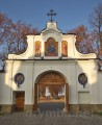 Крехівський монастир. В'їзна брама