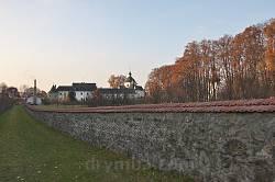 Крехів. Панорама монастиря