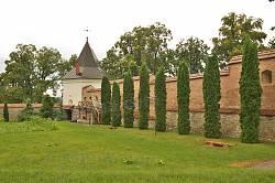 Мури з брамами та баштами