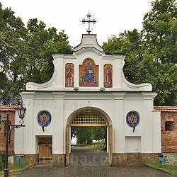 Брама Крехівського монастиря