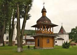 Крехівський монастир. Нова деревяна дзвіниця