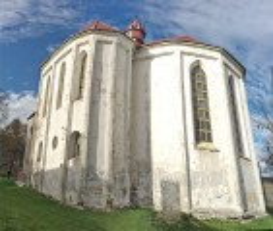 Вівтарна частина фарного костелу у Бережанах