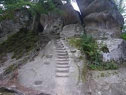 Скелі Довбуша біля Бубнища. Сходи