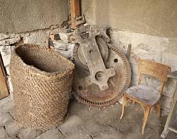 Експонати у дворику Бережанської ратуші