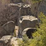 Тустань. Высеченные в скале пазы и цистерна для воды