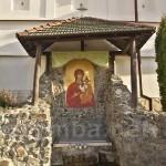 Унів. Чудотворне джерело у монастирі
