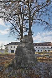 Старий пам'ятник біля Унівської Лаври