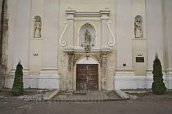 Портал костелу св.Петра і Павла в Перемишлянах