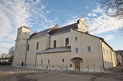Перемишляни. Петропавлівський костел. Вид з подвір'я