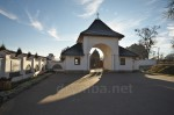 Центральна брама Унівського монастиря