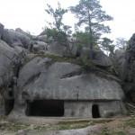 Бубнище. Скелі Довбуша. Печери