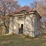 Парк Підгорецького замку. Декоративний будиночок