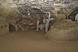 Печерний монастир у Страдчі